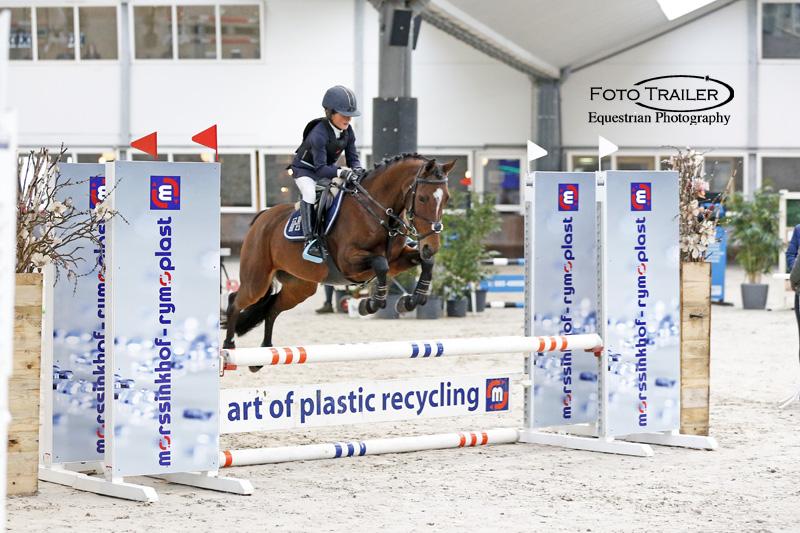 Finalewinnares klasse B-ABC, Renske van Middendorp en Burito's Sietske. Foto FotoTrailer